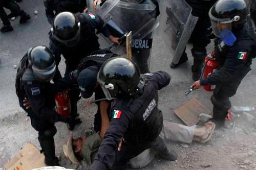 """Llaman """"fascista"""" al Gobierno de Peña Nieto"""